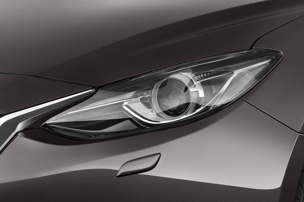 Mazda 3 Center-Line Kompaktklasse (2013 - heute) 5 Türen Scheinwerfer