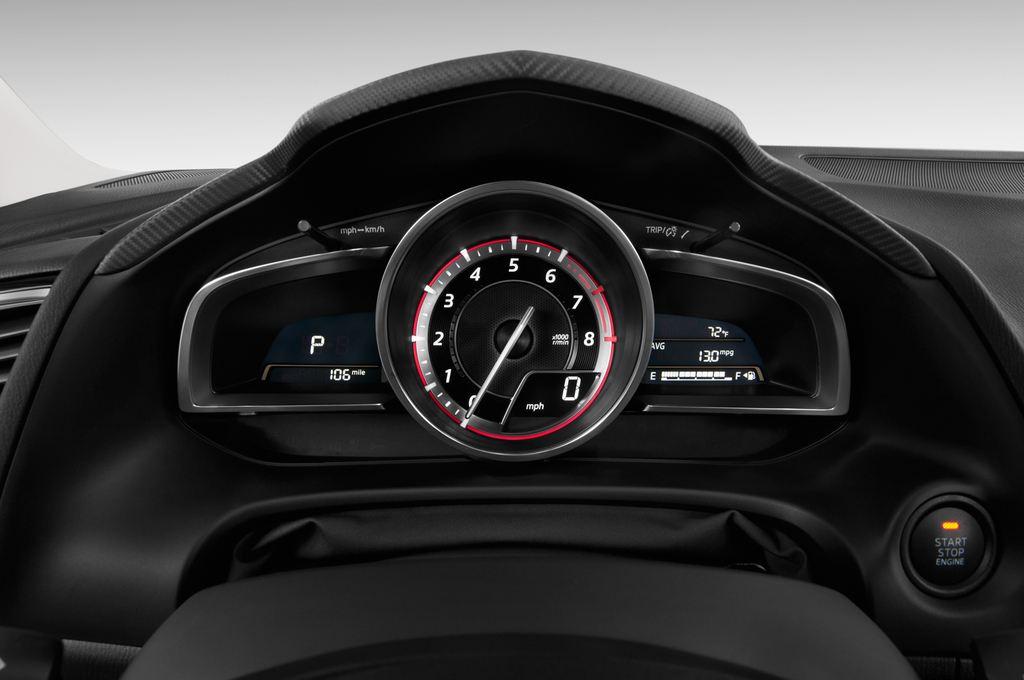 Mazda 3 Sports-Line Kompaktklasse (2013 - heute) 5 Türen Tacho und Fahrerinstrumente