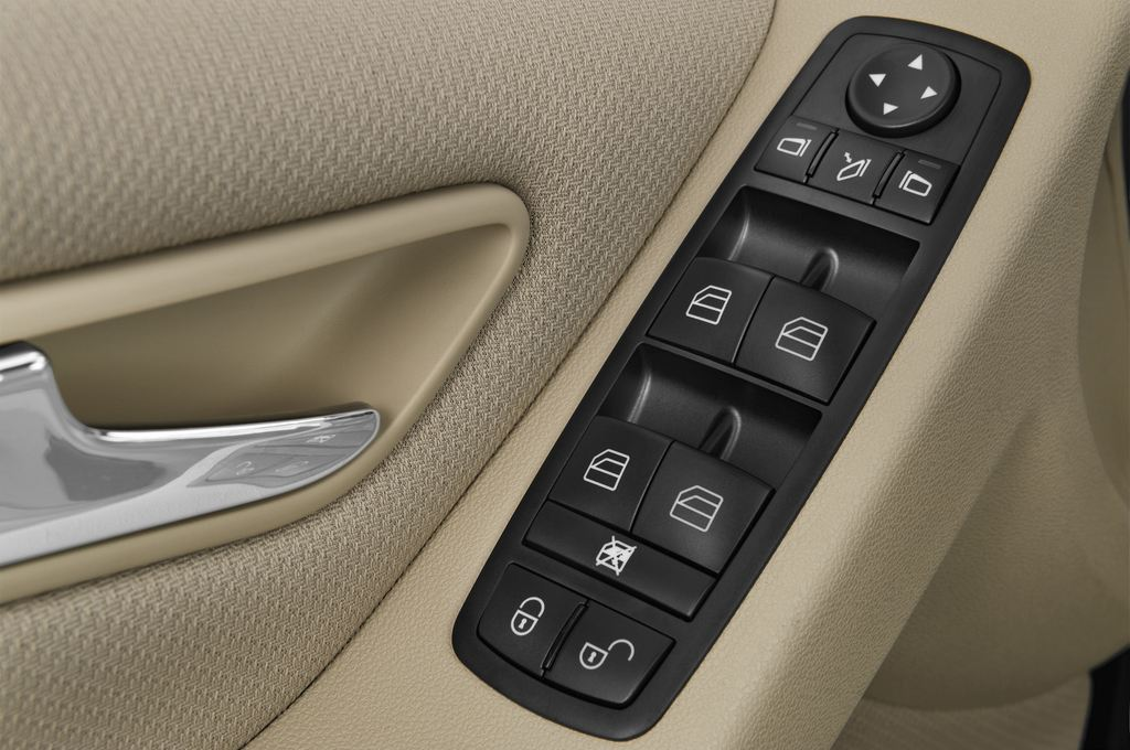 Mercedes-Benz B-Klasse - Van (2005 - 2011) 5 Türen Bedienungselemente Tür