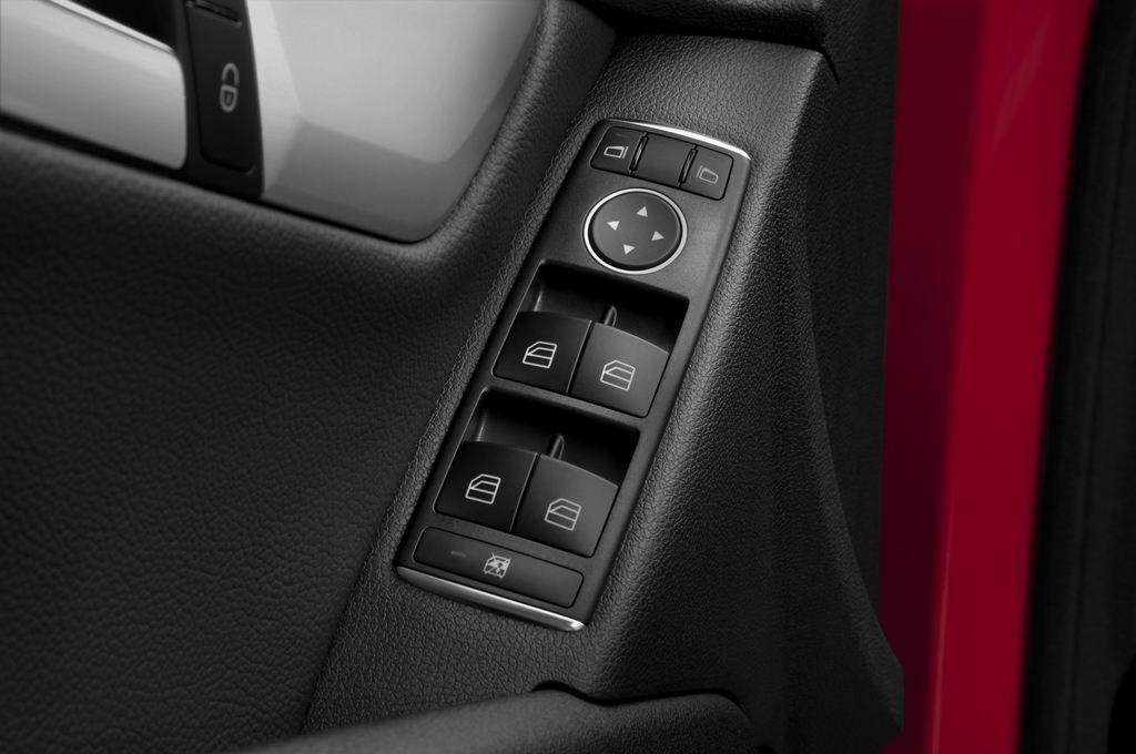 Mercedes-Benz C-Klasse Avantgarde Limousine (2007 - 2013) 4 Türen Bedienungselemente Tür