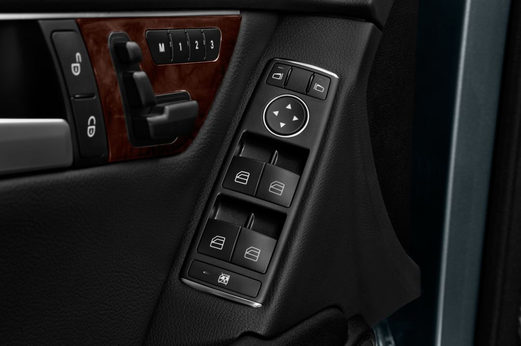 Mercedes-Benz C-Klasse Elegance Limousine (2007 - 2013) 4 Türen Bedienungselemente Tür