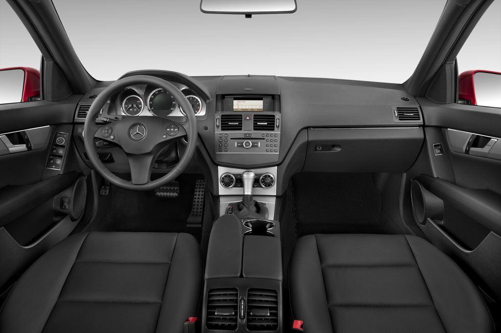Mercedes-Benz C-Klasse Avantgarde Limousine (2007 - 2013) 4 Türen Cockpit und Innenraum