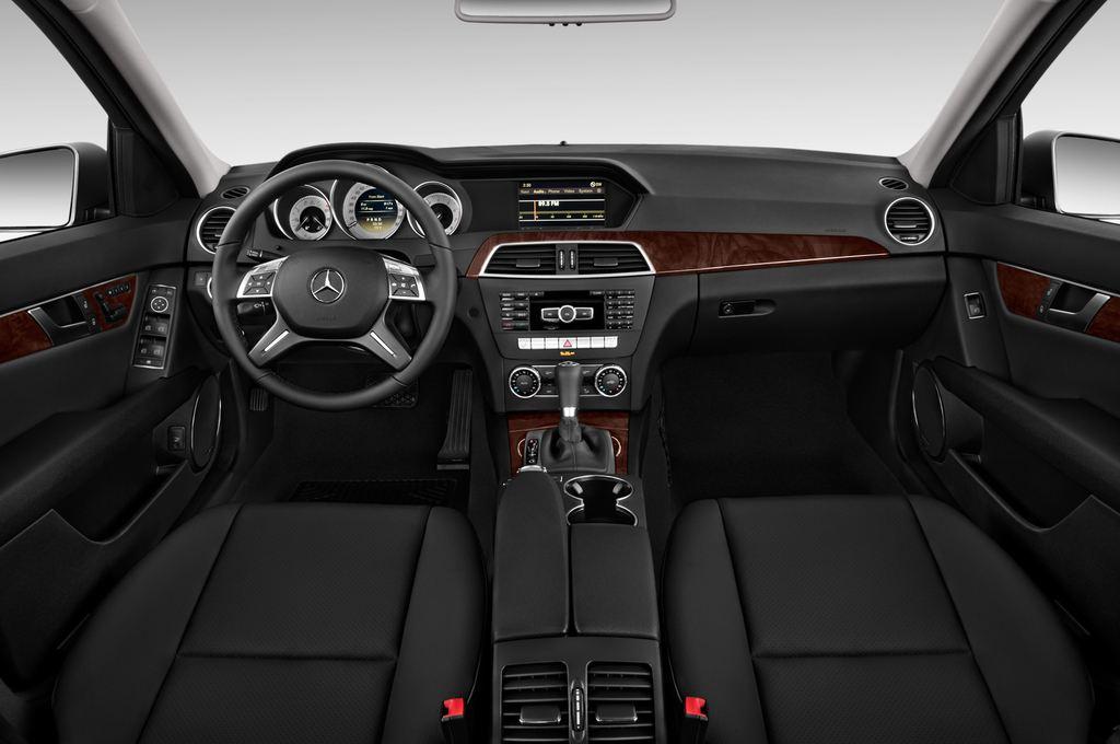 Mercedes-Benz C-Klasse Elegance Limousine (2007 - 2013) 4 Türen Cockpit und Innenraum