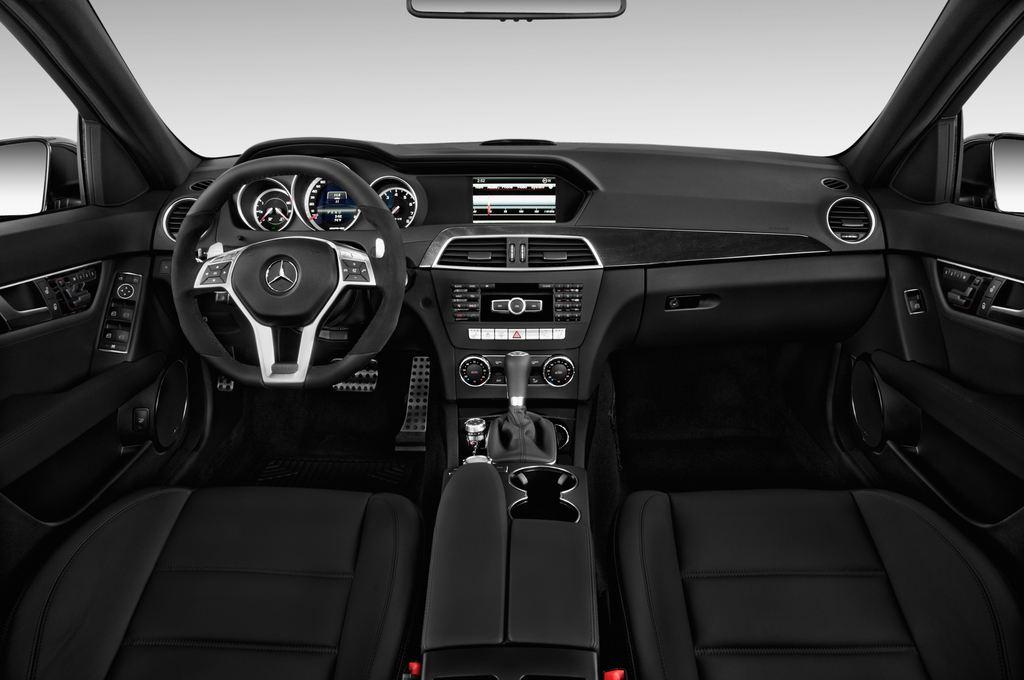 Mercedes-Benz C-Klasse AMG Limousine (2007 - 2013) 4 Türen Cockpit und Innenraum