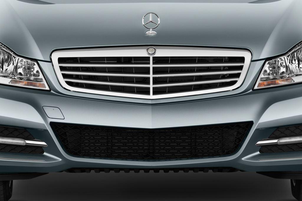 Mercedes-Benz C-Klasse Elegance Limousine (2007 - 2013) 4 Türen Kühlergrill und Scheinwerfer