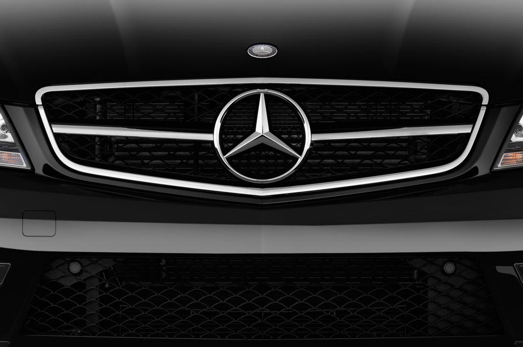 Mercedes-Benz C-Klasse AMG Limousine (2007 - 2013) 4 Türen Kühlergrill und Scheinwerfer