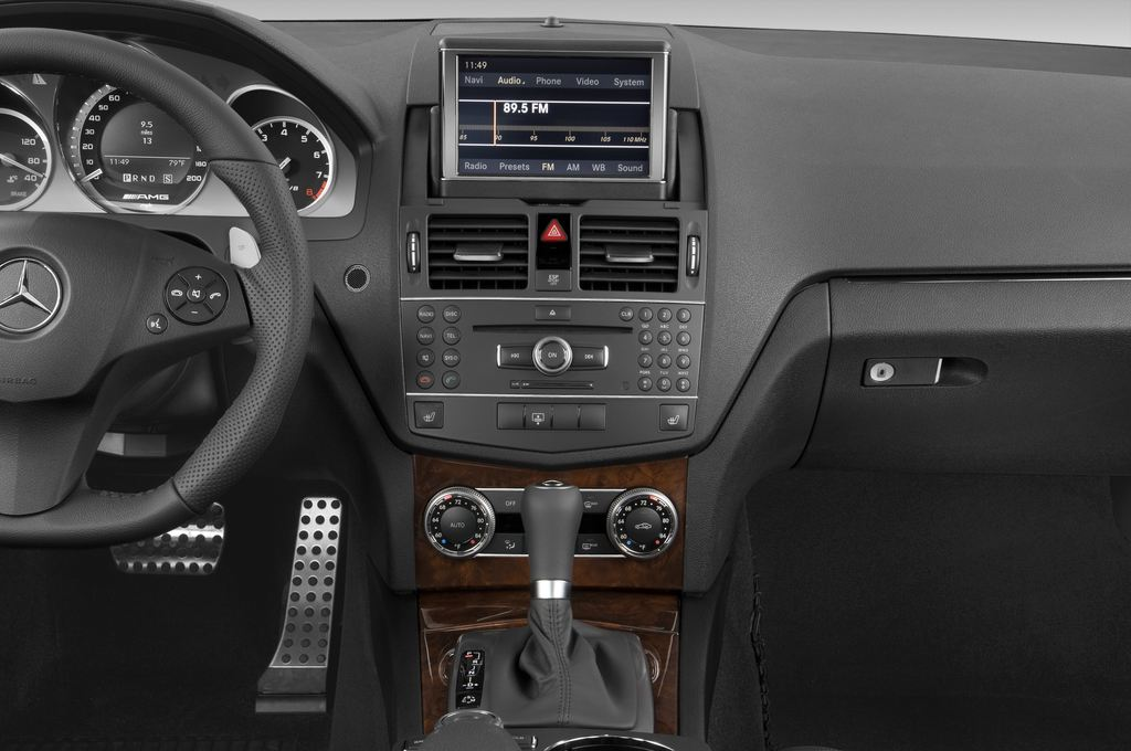 Mercedes-Benz C-Klasse AMG Limousine (2007 - 2013) 4 Türen Mittelkonsole