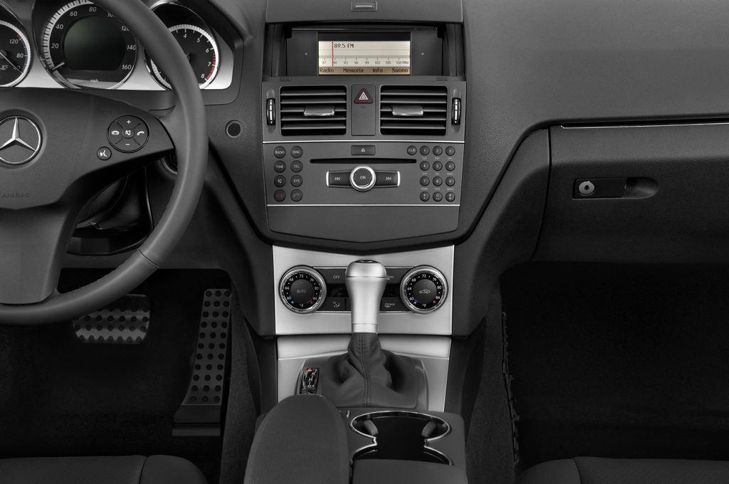 Mercedes-Benz C-Klasse Avantgarde Limousine (2007 - 2013) 4 Türen Mittelkonsole