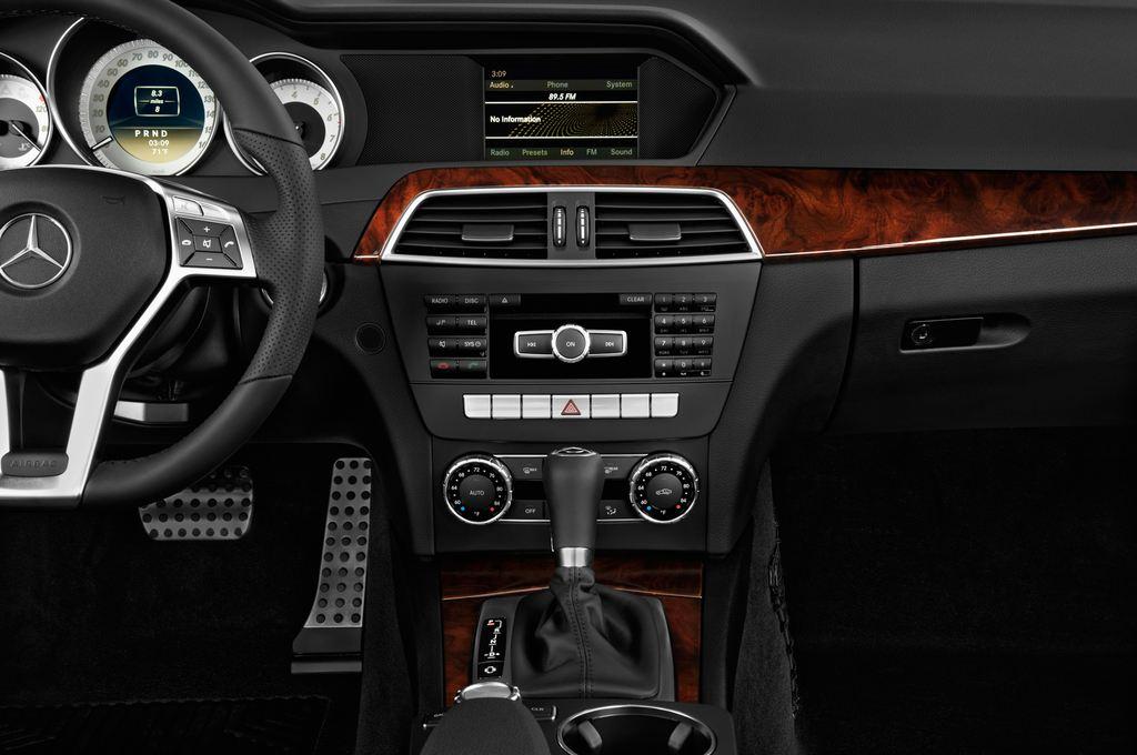 Mercedes-Benz C-Klasse Sport Limousine (2007 - 2013) 4 Türen Mittelkonsole