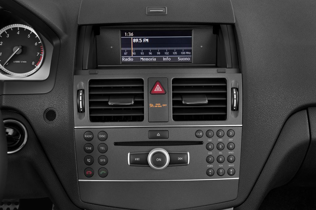 Mercedes-Benz C-Klasse Avantgarde Limousine (2007 - 2013) 4 Türen Radio und Infotainmentsystem