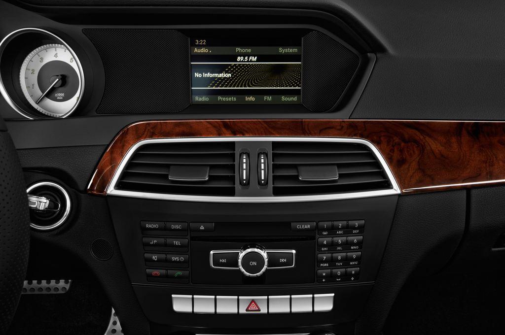 Mercedes-Benz C-Klasse Sport Limousine (2007 - 2013) 4 Türen Radio und Infotainmentsystem