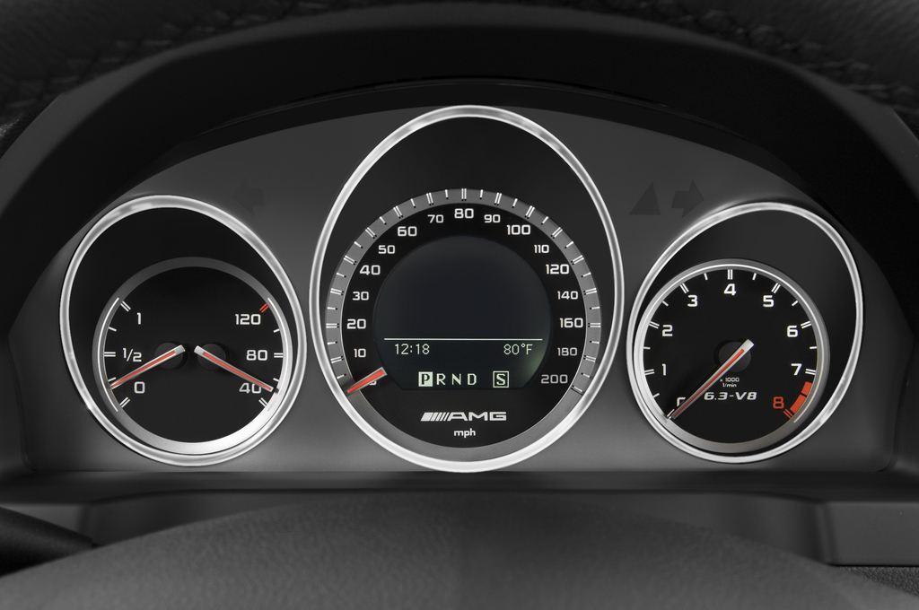 Mercedes-Benz C-Klasse AMG Limousine (2007 - 2013) 4 Türen Tacho und Fahrerinstrumente