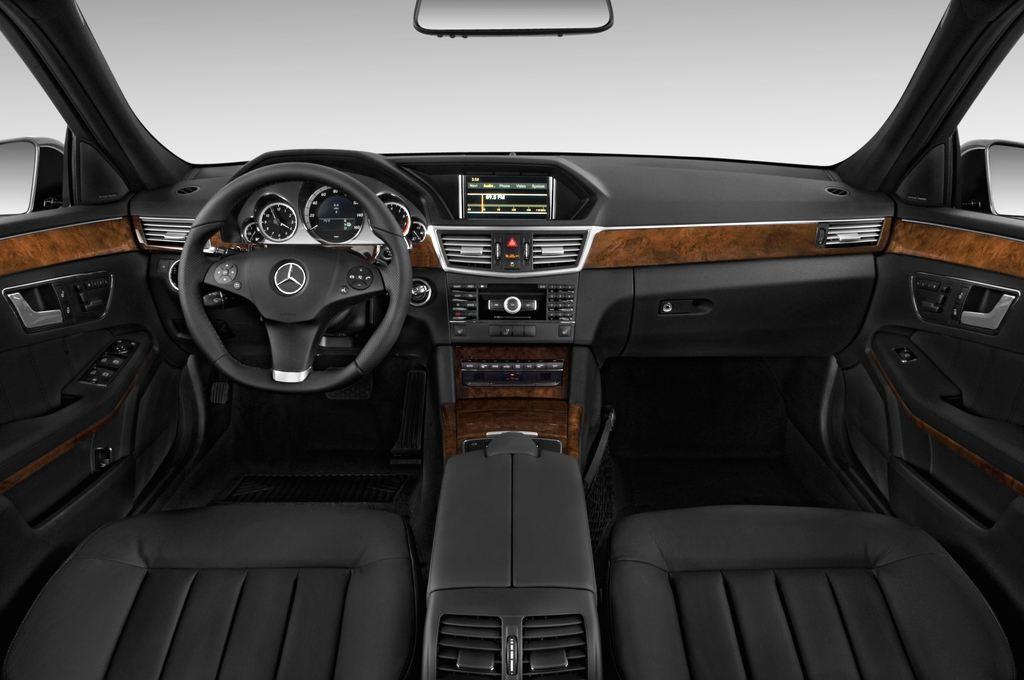 Mercedes-Benz E-Klasse 350 Kombi (2009 - 2016) 4 Türen Cockpit und Innenraum