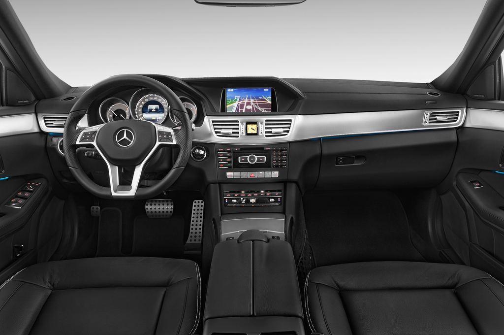Mercedes-Benz E-Klasse Avantgarde Kombi (2009 - 2016) 5 Türen Cockpit und Innenraum