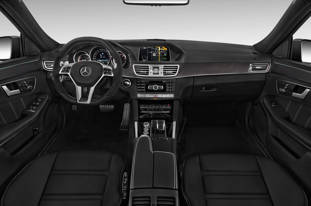 Mercedes-Benz E-Klasse AMG S Kombi (2009 - 2016) 5 Türen Cockpit und Innenraum