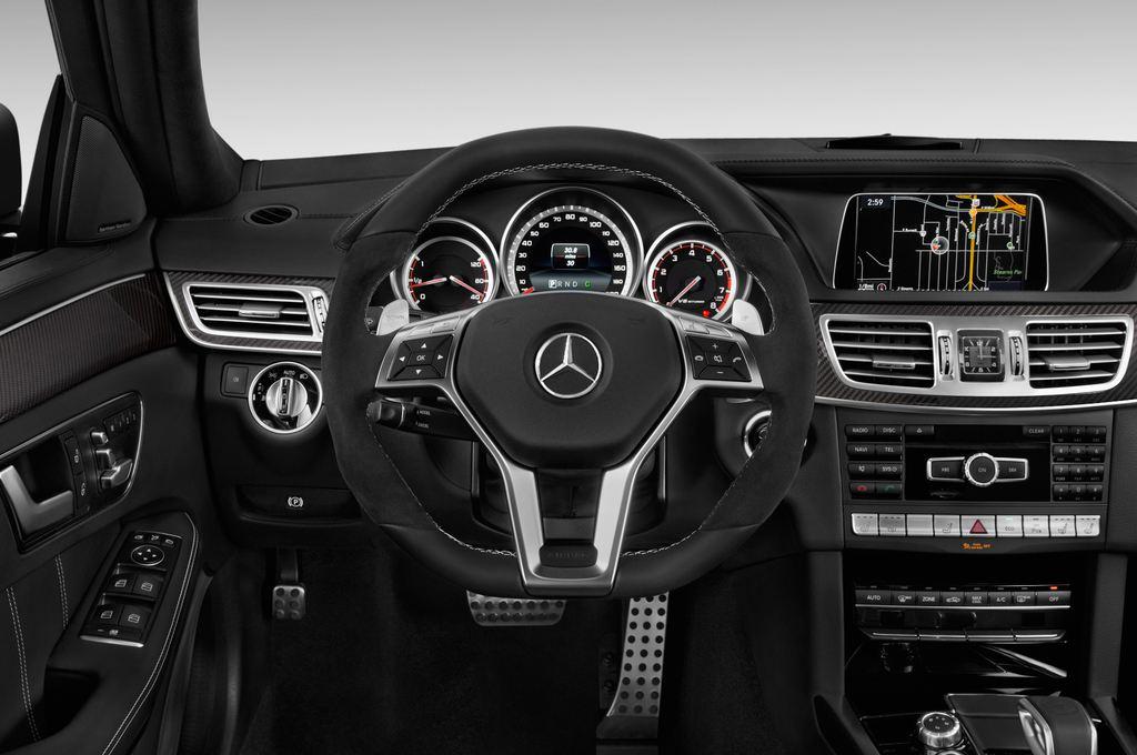 Mercedes-Benz E-Klasse AMG S Kombi (2009 - 2016) 5 Türen Lenkrad