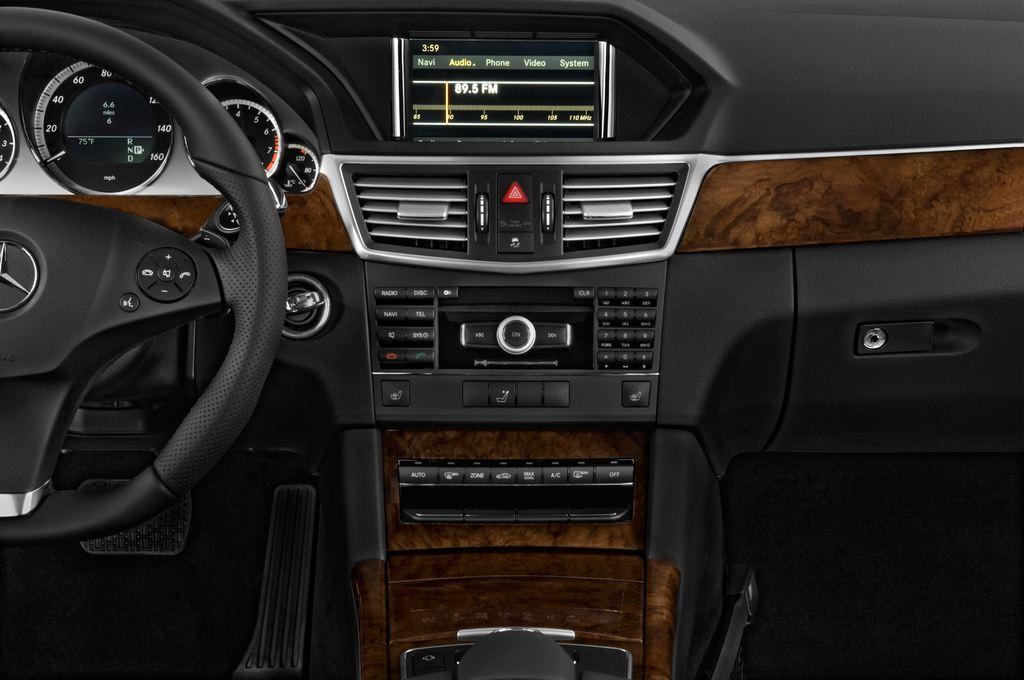 Mercedes-Benz E-Klasse 350 Kombi (2009 - 2016) 4 Türen Mittelkonsole