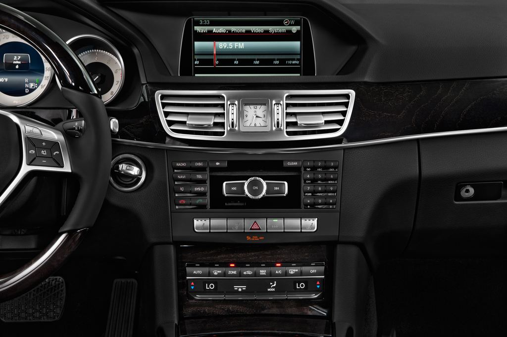 Mercedes-Benz E-Klasse Avantgarde Kombi (2009 - 2016) 5 Türen Mittelkonsole