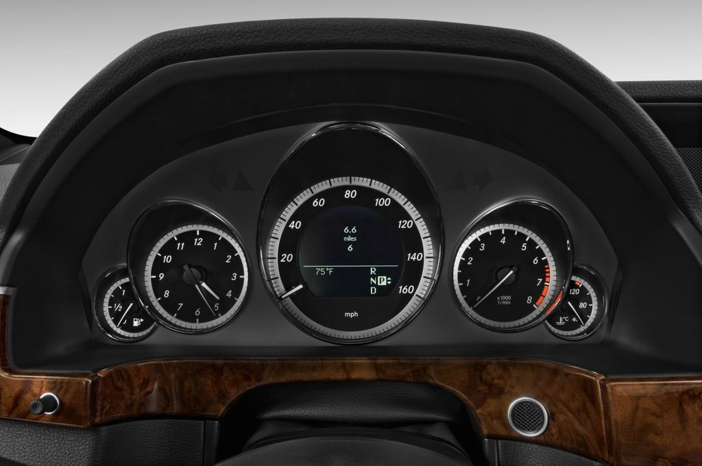 Mercedes-Benz E-Klasse 350 Kombi (2009 - 2016) 4 Türen Tacho und Fahrerinstrumente