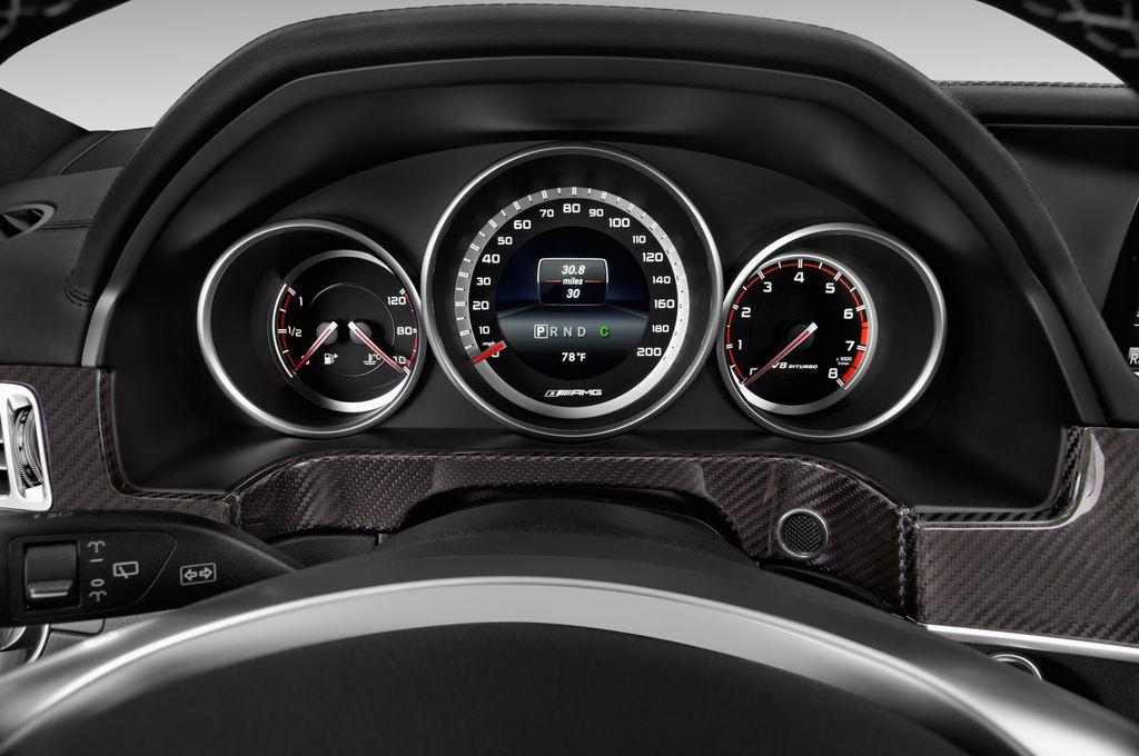 Mercedes-Benz E-Klasse AMG S Kombi (2009 - 2016) 5 Türen Tacho und Fahrerinstrumente