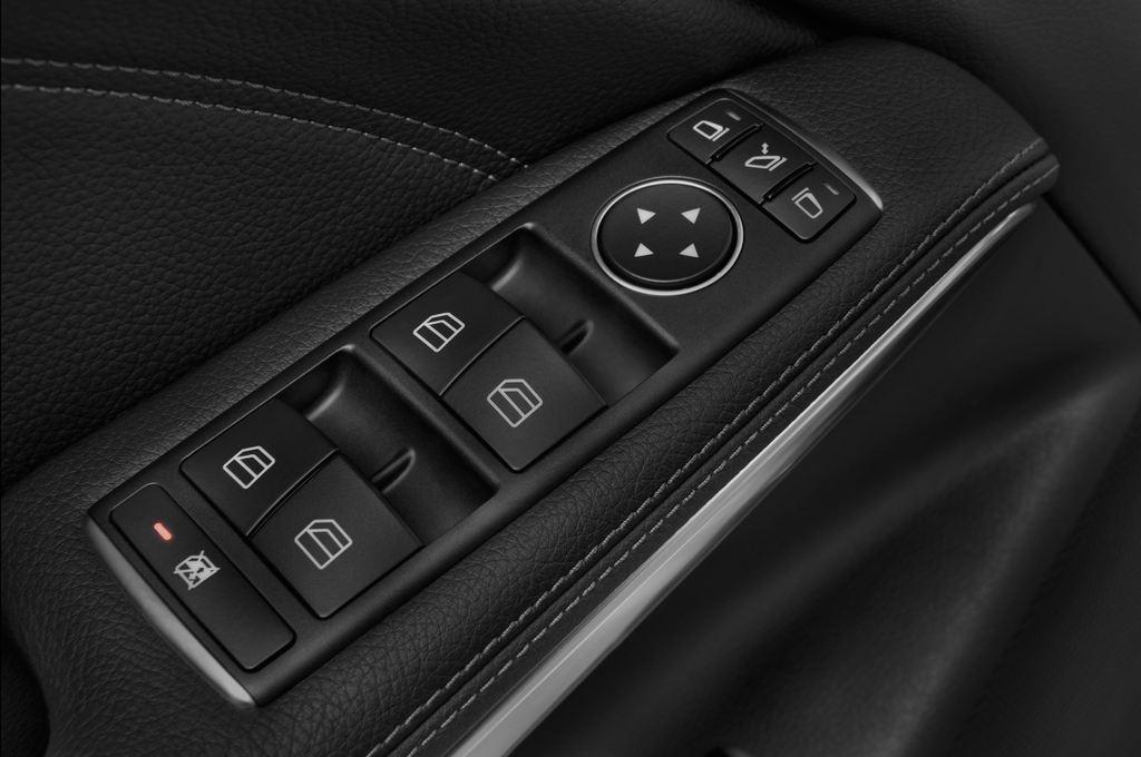 Mercedes-Benz GLA AMG SUV (2013 - heute) 5 Türen Bedienungselemente Tür