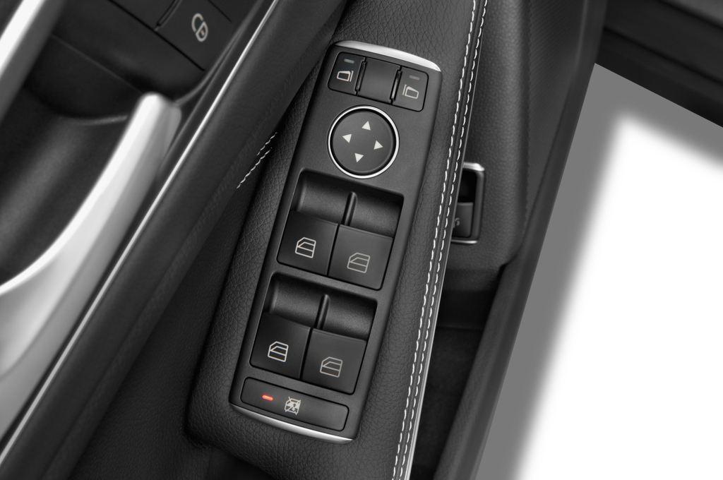 Mercedes-Benz GLA Urban SUV (2013 - heute) 5 Türen Bedienungselemente Tür