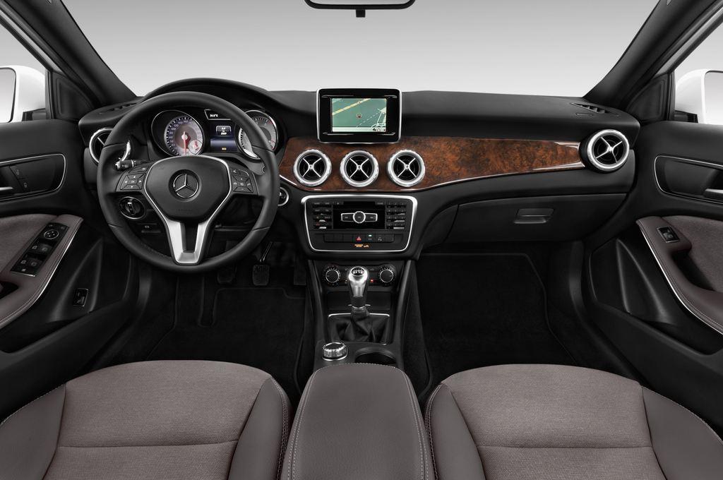 Mercedes-Benz GLA STYLE SUV (2013 - heute) 5 Türen Cockpit und Innenraum
