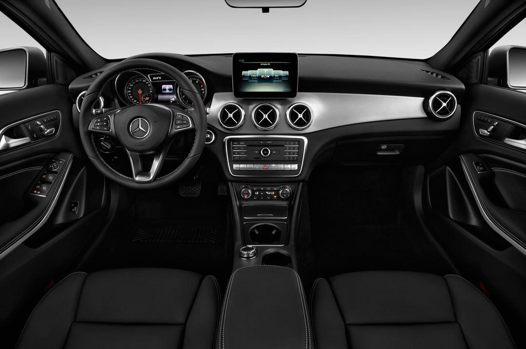 Mercedes-Benz GLA - SUV (2013 - heute) 5 Türen Cockpit und Innenraum