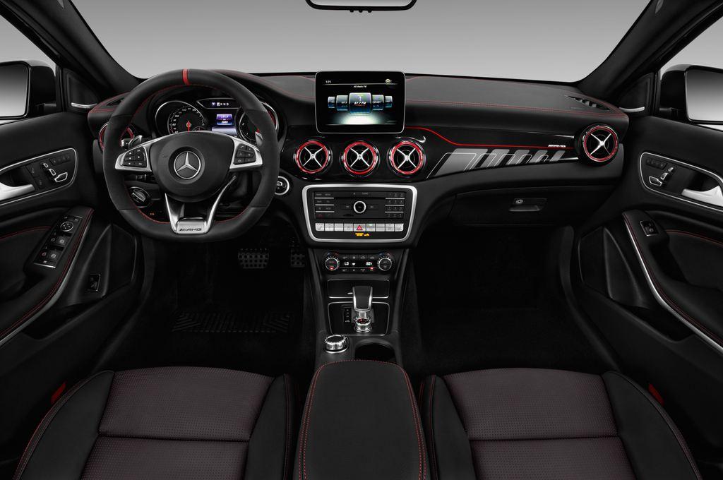 Mercedes-Benz GLA AMG 45 SUV (2013 - heute) 5 Türen Cockpit und Innenraum