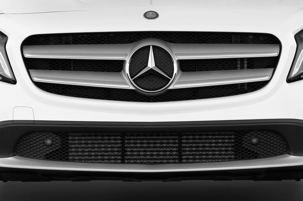 Mercedes-Benz GLA STYLE SUV (2013 - heute) 5 Türen Kühlergrill und Scheinwerfer