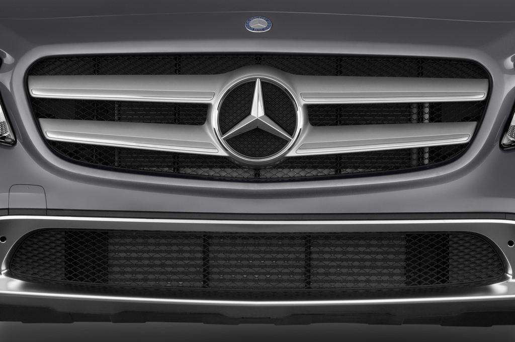 Mercedes-Benz GLA Urban SUV (2013 - heute) 5 Türen Kühlergrill und Scheinwerfer