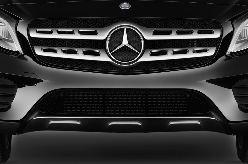 Mercedes-Benz GLA AMG Line SUV (2013 - heute) 5 Türen Kühlergrill und Scheinwerfer