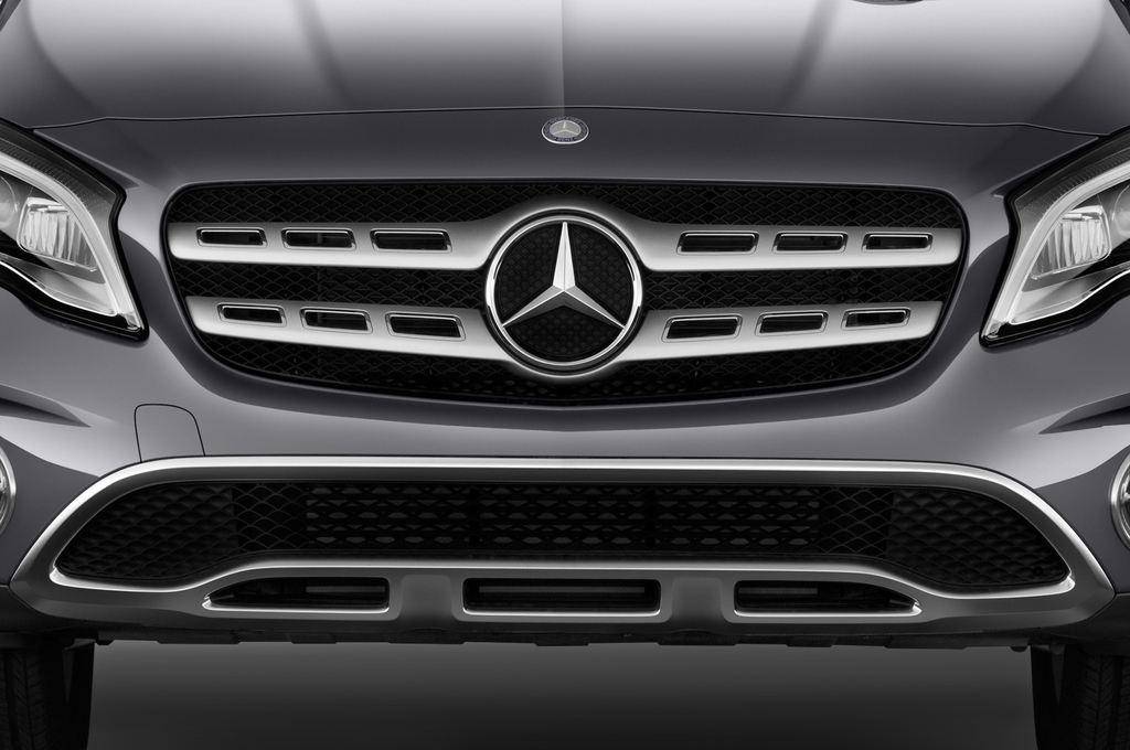 Mercedes-Benz GLA - SUV (2013 - heute) 5 Türen Kühlergrill und Scheinwerfer