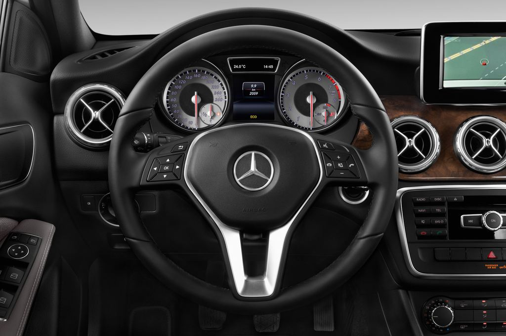 Mercedes-Benz GLA STYLE SUV (2013 - heute) 5 Türen Lenkrad