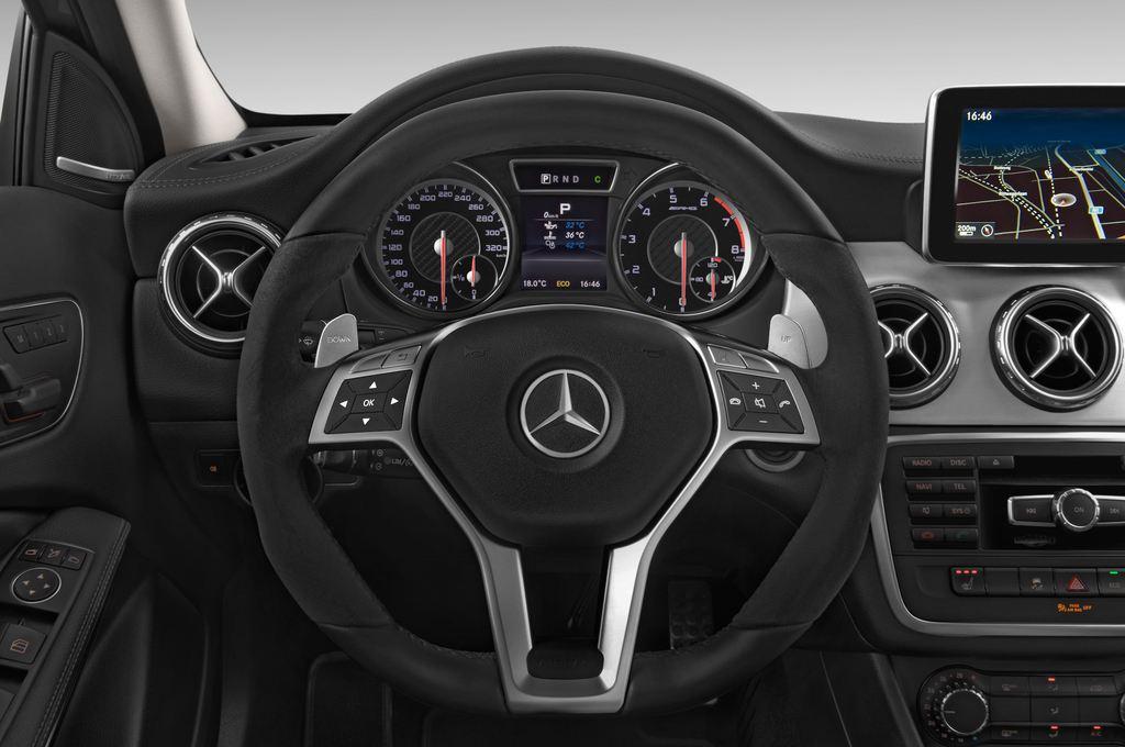 Mercedes-Benz GLA AMG SUV (2013 - heute) 5 Türen Lenkrad