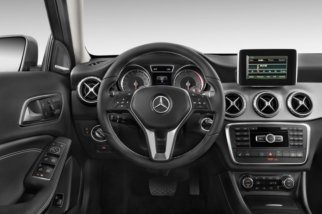 Mercedes-Benz GLA Urban SUV (2013 - heute) 5 Türen Lenkrad