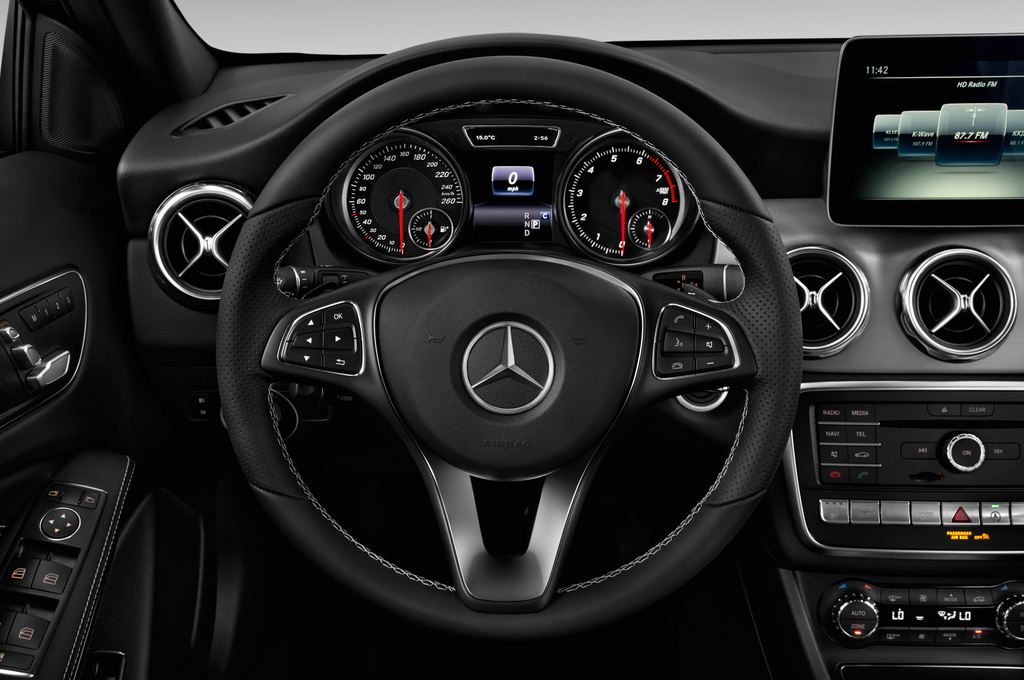 Mercedes-Benz GLA - SUV (2013 - heute) 5 Türen Lenkrad