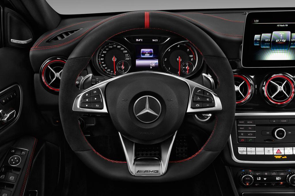 Mercedes-Benz GLA AMG 45 SUV (2013 - heute) 5 Türen Lenkrad