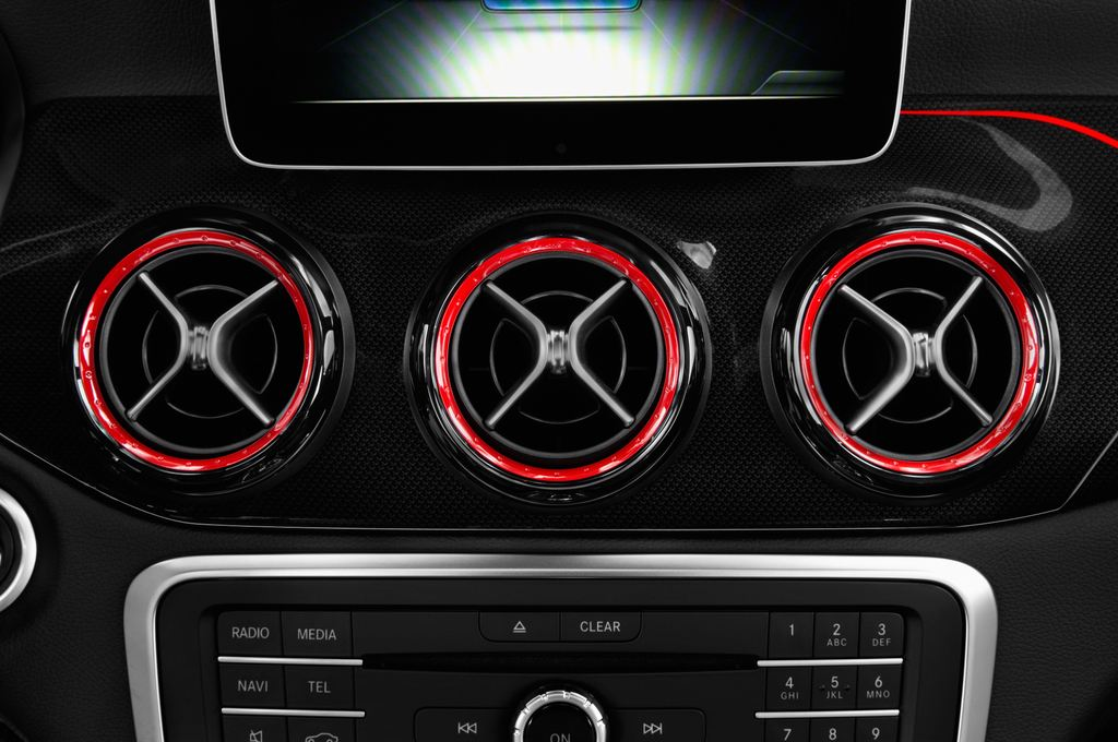 Mercedes-Benz GLA AMG 45 SUV (2013 - heute) 5 Türen Lüftung