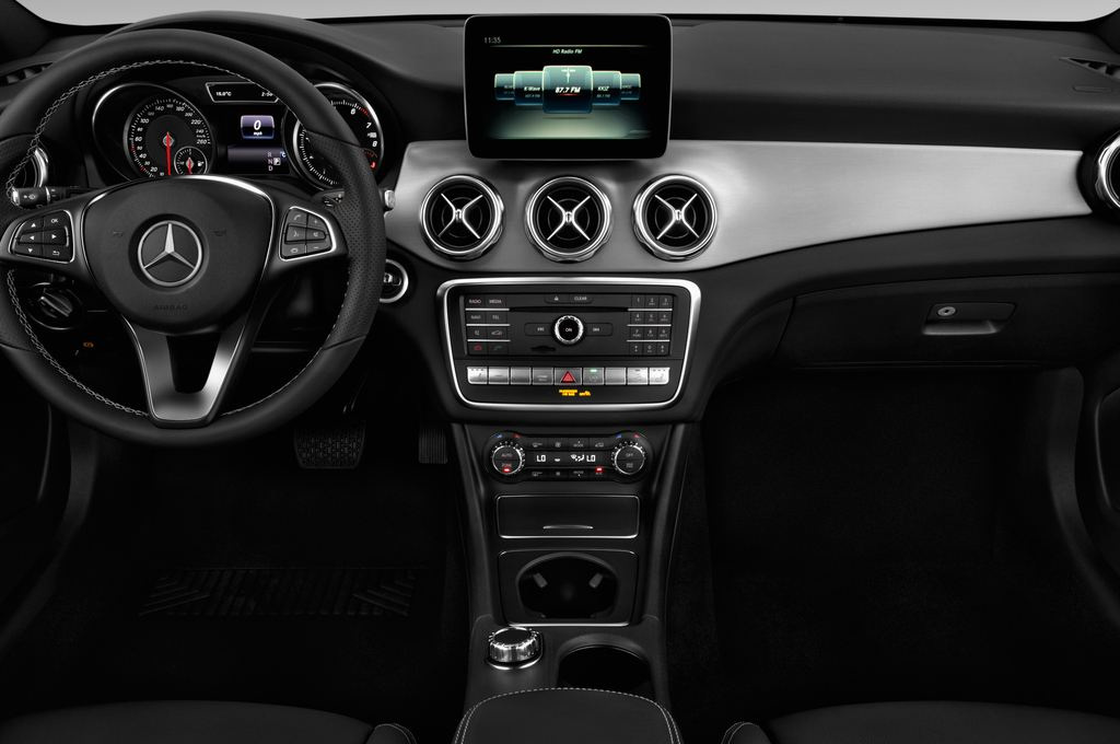 Mercedes-Benz GLA - SUV (2013 - heute) 5 Türen Mittelkonsole