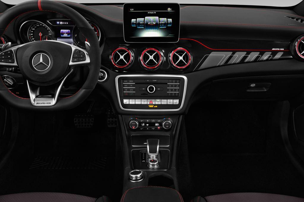 Mercedes-Benz GLA AMG 45 SUV (2013 - heute) 5 Türen Mittelkonsole