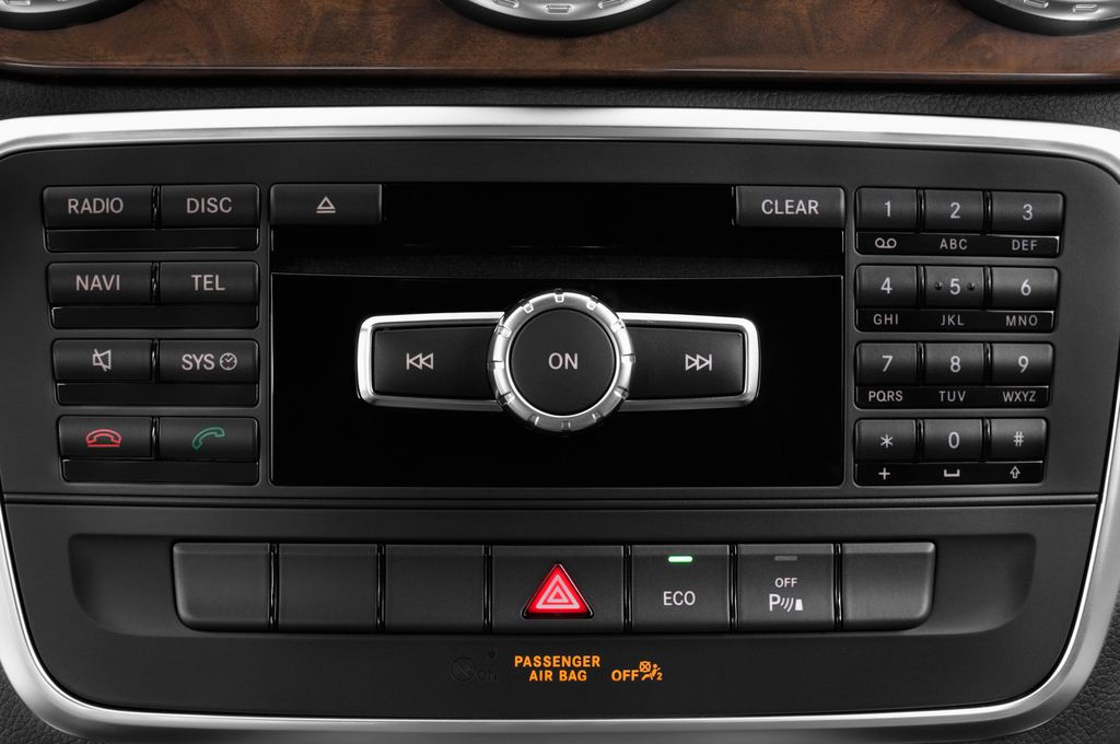 Mercedes-Benz GLA STYLE SUV (2013 - heute) 5 Türen Radio und Infotainmentsystem