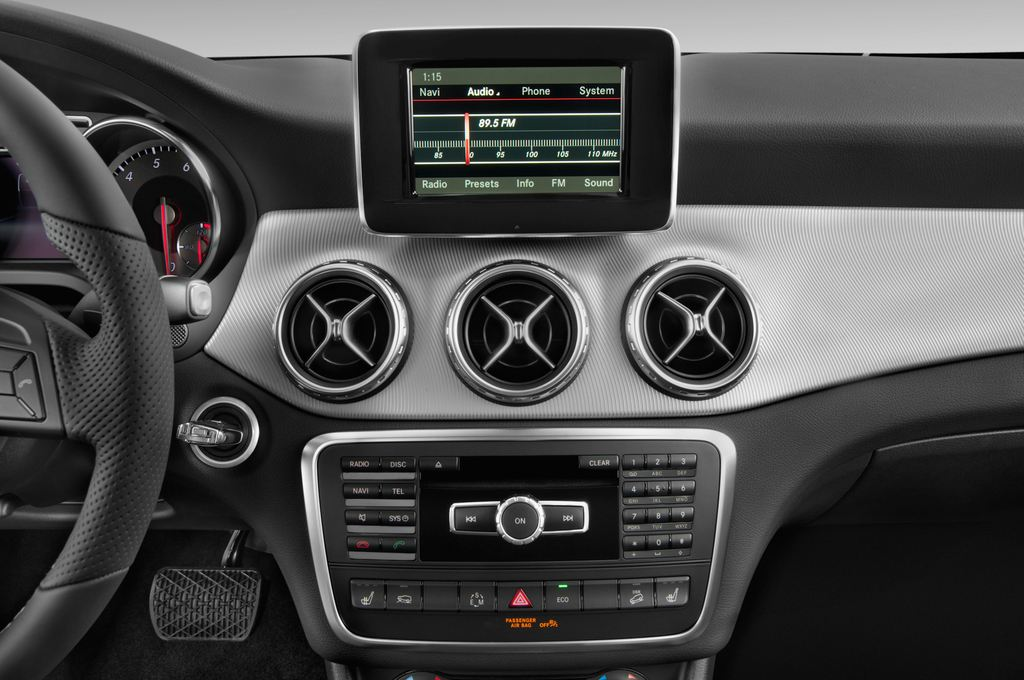 Mercedes-Benz GLA Urban SUV (2013 - heute) 5 Türen Radio und Infotainmentsystem