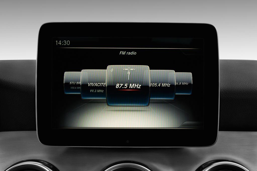 Mercedes-Benz GLA AMG Line SUV (2013 - heute) 5 Türen Radio und Infotainmentsystem