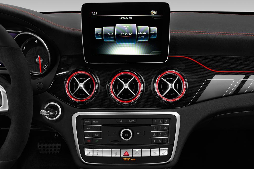 Mercedes-Benz GLA AMG 45 SUV (2013 - heute) 5 Türen Radio und Infotainmentsystem