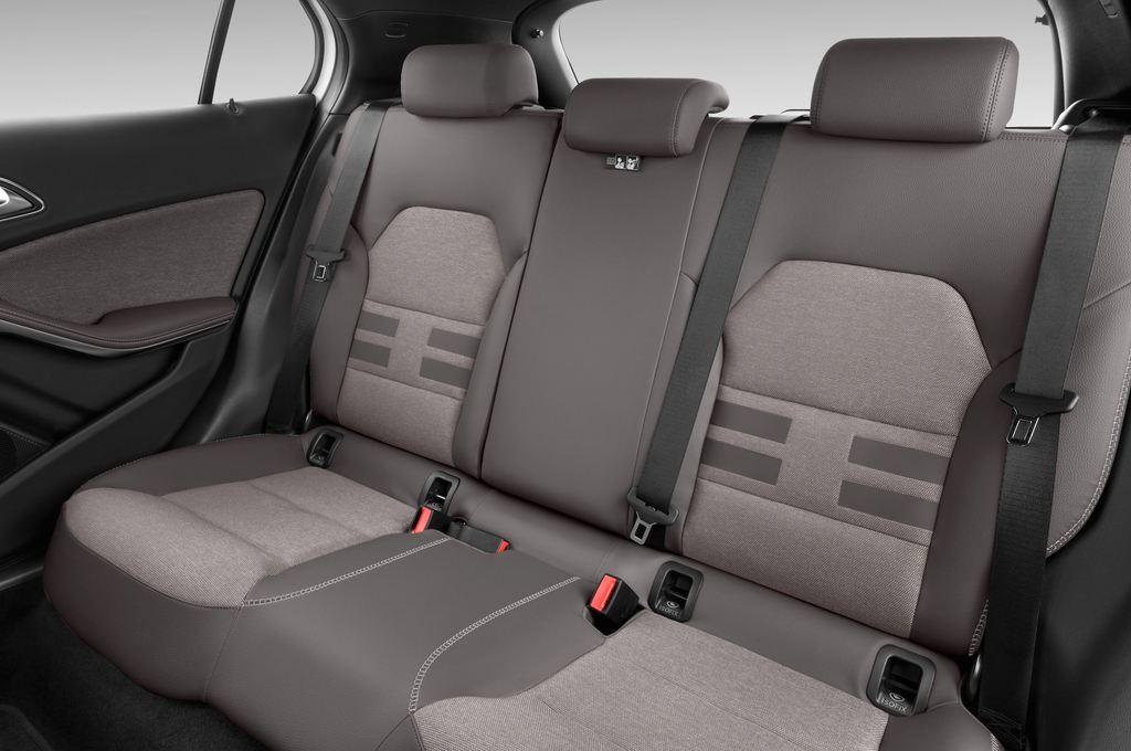 Mercedes-Benz GLA STYLE SUV (2013 - heute) 5 Türen Rücksitze
