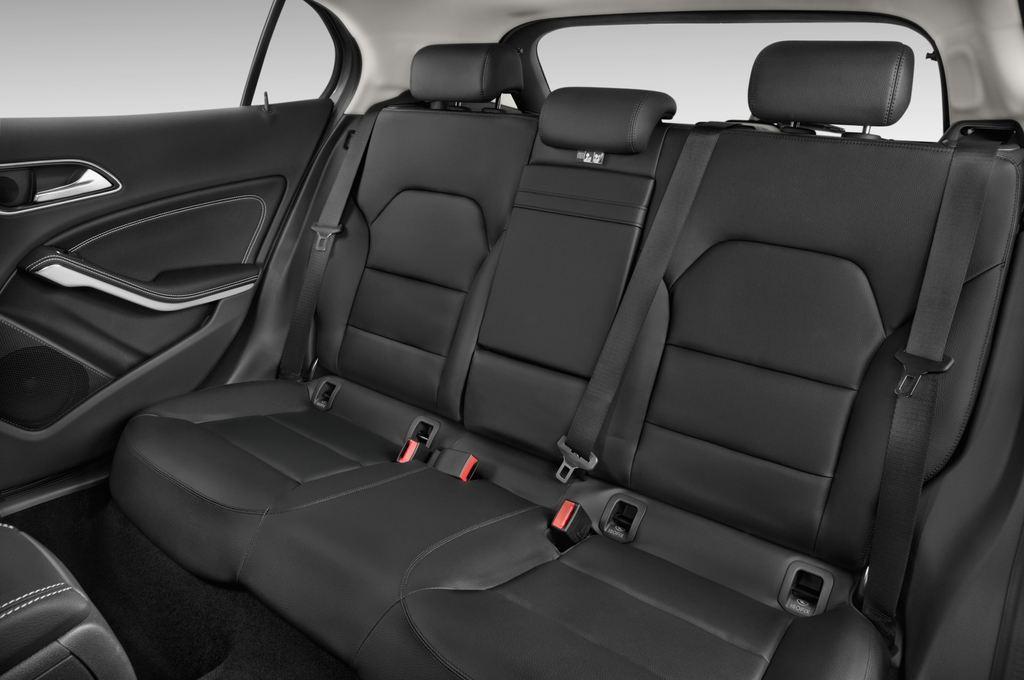 Mercedes-Benz GLA Urban SUV (2013 - heute) 5 Türen Rücksitze