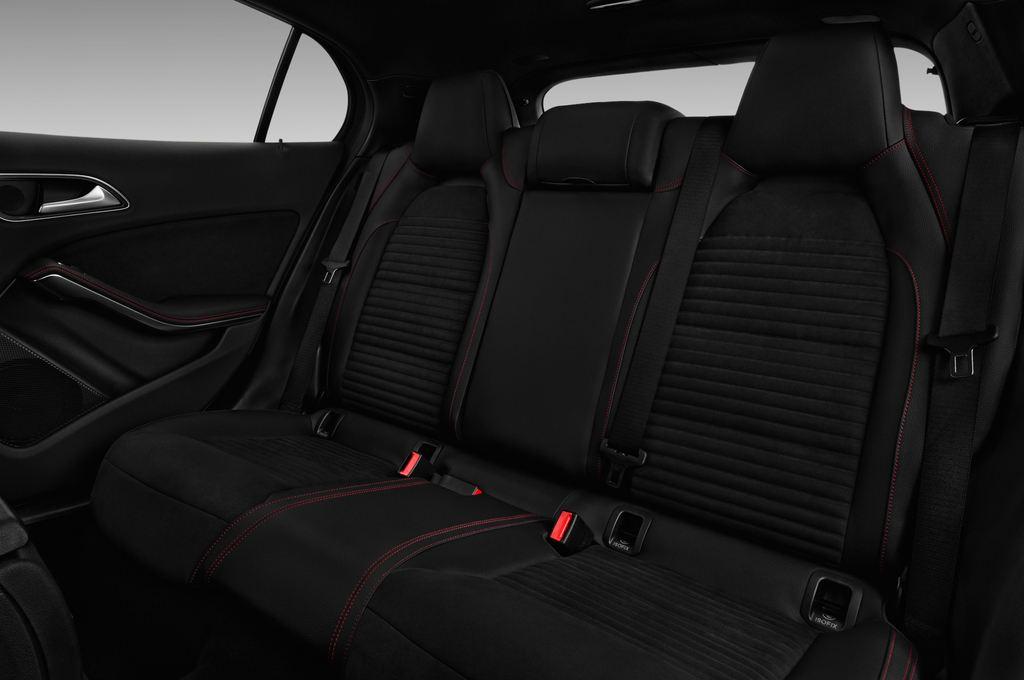 Mercedes-Benz GLA AMG Line SUV (2013 - heute) 5 Türen Rücksitze