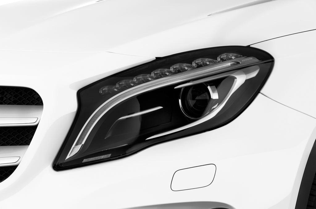 Mercedes-Benz GLA STYLE SUV (2013 - heute) 5 Türen Scheinwerfer