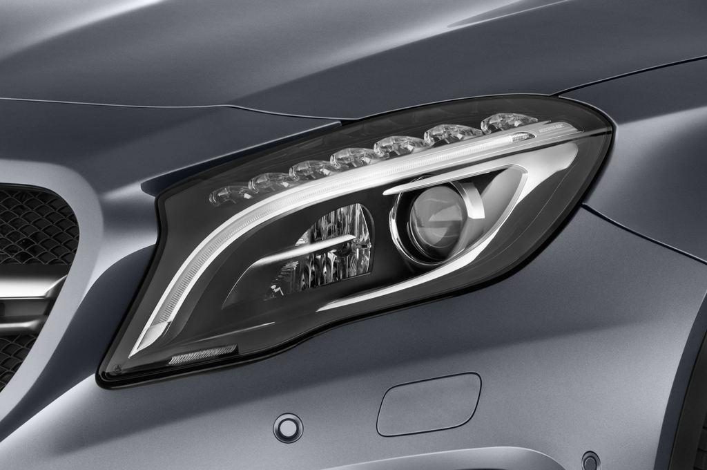 Mercedes-Benz GLA AMG SUV (2013 - heute) 5 Türen Scheinwerfer